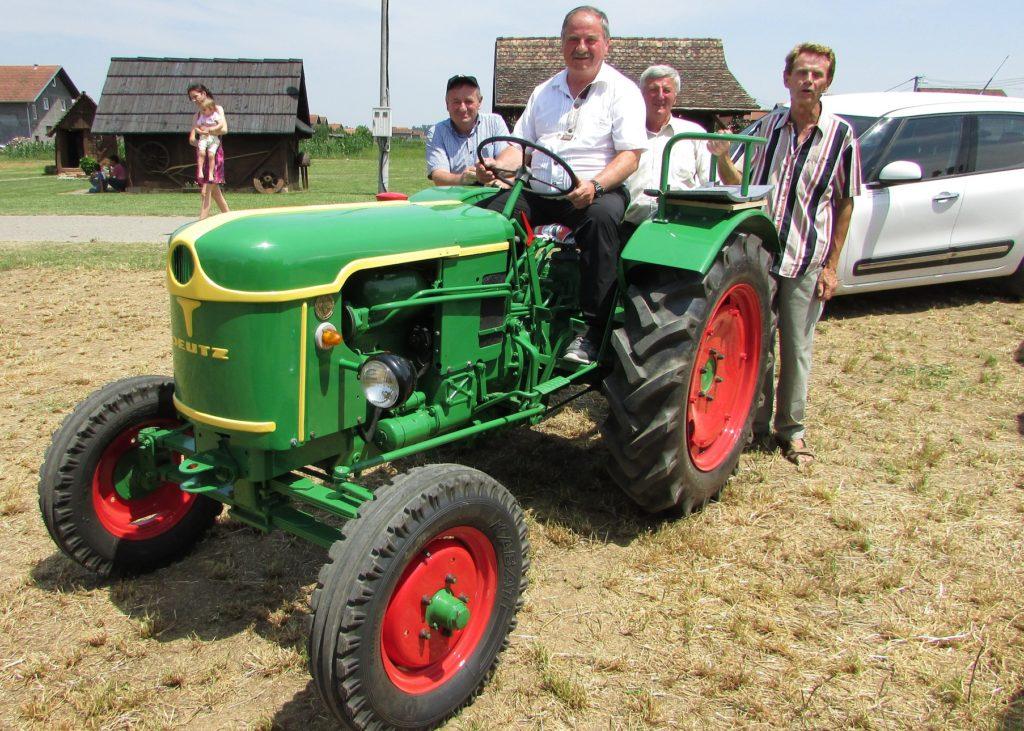 Gradiska 02 Traktor kao prevozno sredstvo foito Milan Pilipovic