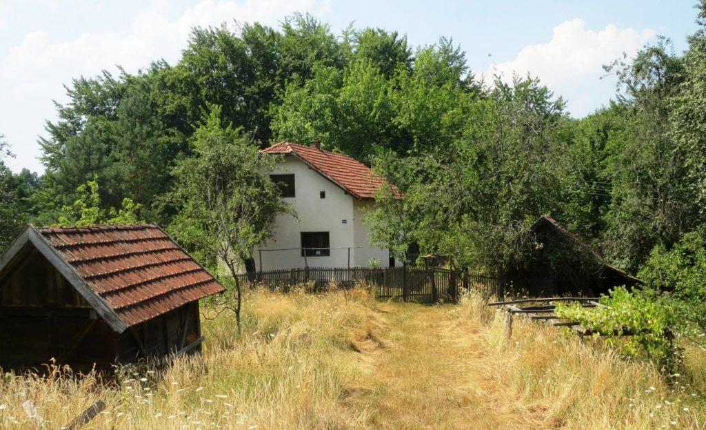 Teslic 02 Zapustene kuce u selu Gornje Plane foto Zeljko Jotanovic