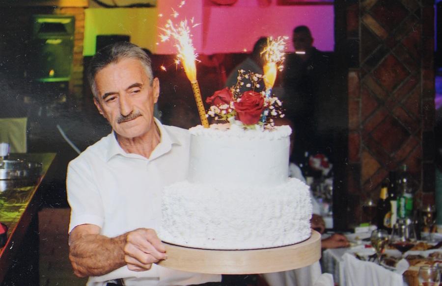 """""""NEKAD SU U KAFANU IŠLA SAMO GOSPODA"""" Najstariji konobar iz Gradiške ispraćen u penziju"""