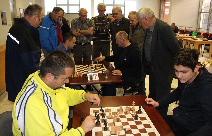 Za šahovskom tablom borili se dječaci i velemajstori
