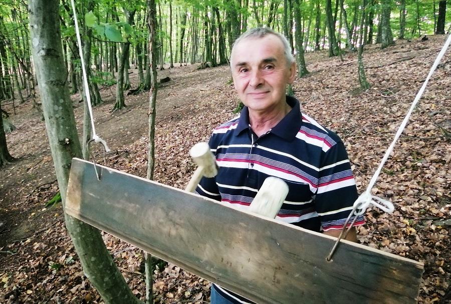 Otimaju od ZABORAVA starine u Potkozarju: Oglasilo se SEOSKO KLEPALO u Gagića gaju