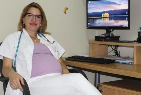 """""""VERUJEM U DOBRO, ŽELIM DA POMAŽEM """" Ni to što je u devetom mesecu trudnoće doktorku Vesnu nije odvojilo od ordinacije i njenih pacijenata"""